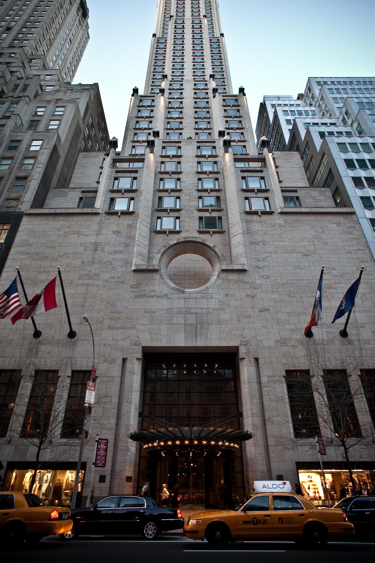 マンハッタンの天空を突き抜けるようにそびえ立つ「フォーシーズンズ・ホテル・ニューヨーク」