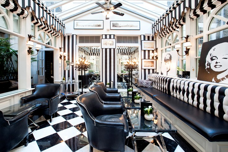 ザ・マイルストーン・ホテル Milestone Hotelのカフェ