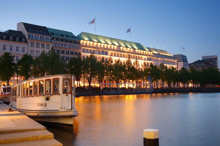 フェアモント・ホテル・フィア・ヤーレスツァイテン Fairmont Hotel Vier Jahreszeitenの外観