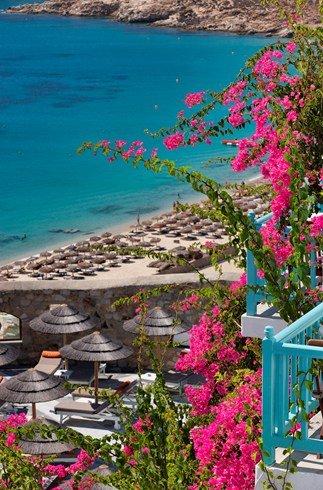 ロイヤル・ミコニアン・タラッソ・スパ Royal Myconian Thalasso Spaからのビーチへの眺め