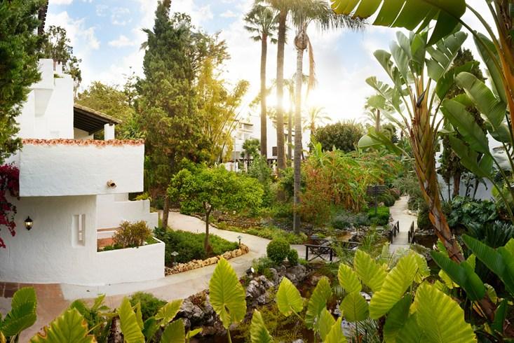 ホテル・プエンテ・ロマーノ・ビーチ・リゾート・マルベーリャ Puente Romano Beach Resort Marbellaの庭園