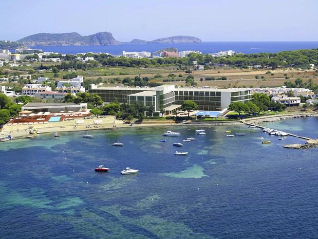 開放的な雰囲気で地中海を感じられるホテル「ME・イビサ」