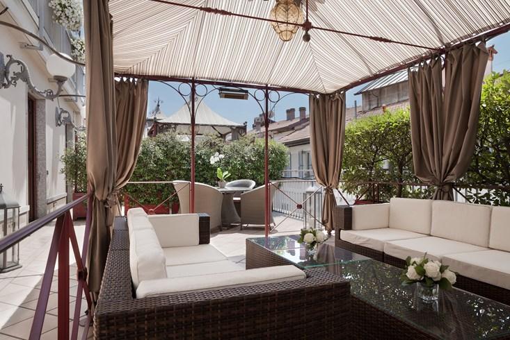 カールトン・ホテル・バリオーニ・ミラノ Carlton Hotel Baglioni Milanのテラス