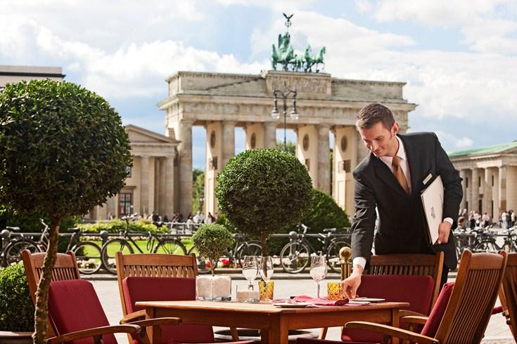 ホテル・アドロン・ケンピンスキー Hotel Adlon Kempinskiのレストランのテラス席