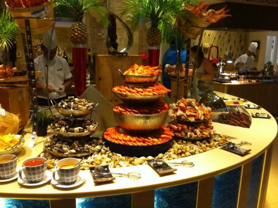 シャングリラ・ラサ・セントーサ・リゾート&スパのシルバー・シェル・カフェの食事