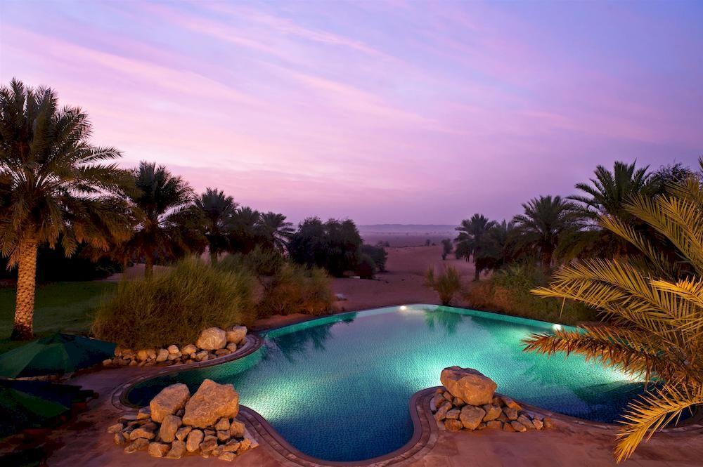 アル・マハ・デザート・リゾート Al Maha, A Luxury Collection Desert Resort and Spaのプールと周辺風景