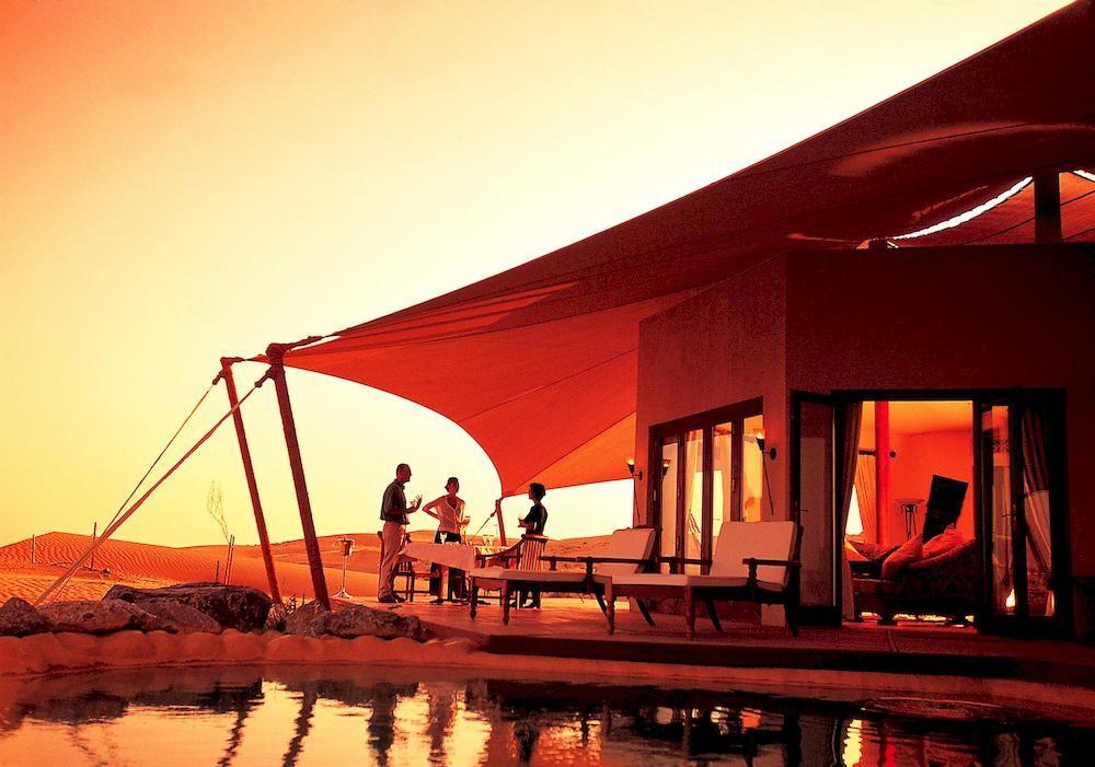 アル・マハ・デザート・リゾート Al Maha, A Luxury Collection Desert Resort and Spaを満喫する人々