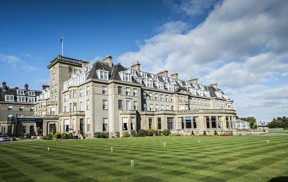 スコットランド・パースシャーの田園地帯の広大な土地に建つ「ザ・グレンイーグルズ・ホテル」