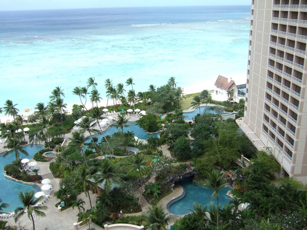 ハイアット・リージェンシー・グアム Hyatt Regency Guamのプールと海