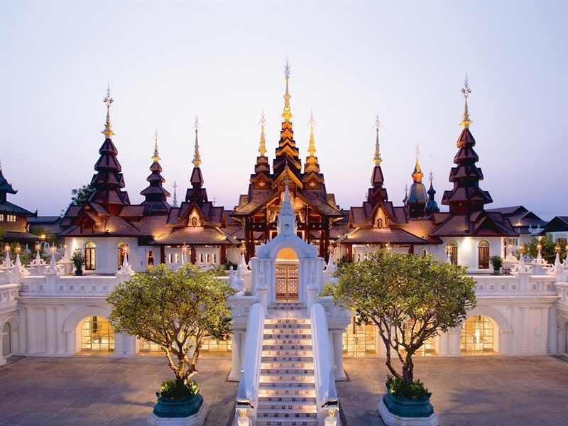 チェンマイの田園地帯に建つまるで王宮のような「ダラ・デヴィ・チェンマイ」