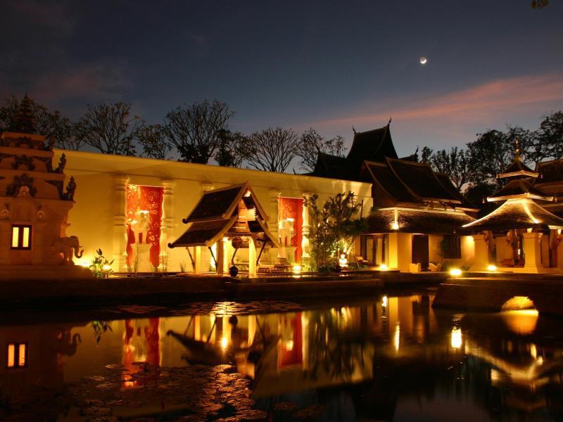 ダラ・デヴィ・チェンマイ The Dhara Dhevi Hotel Chiang Maiの夜の風景
