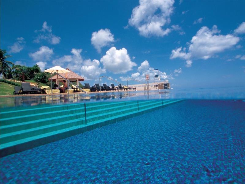 青い空と青い海を独り占めできる「シェラトン・ラグーナ・グアム・リゾート」