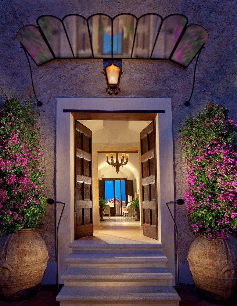 モナステロ・モンテロサ・ホテル&スパ Monastero Santa Rosa Hotel & Spaのエントランス