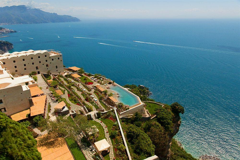アマルフィの海岸と地中海の絶景を堪能できる「モナステロ・モンテロサ・ホテル&スパ」