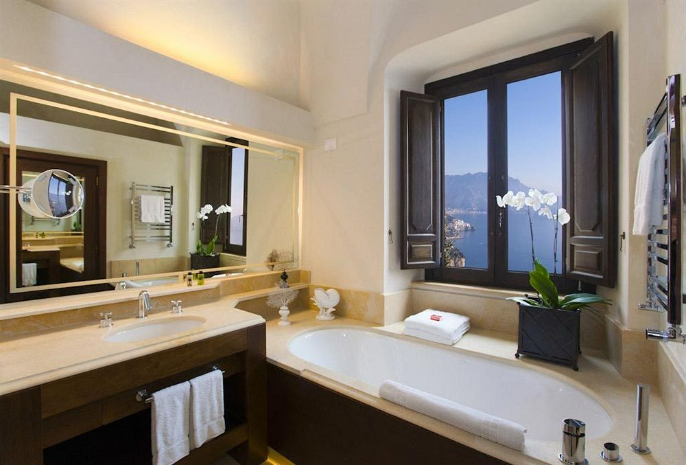 モナステロ・モンテロサ・ホテル&スパ Monastero Santa Rosa Hotel & Spaのバスルーム
