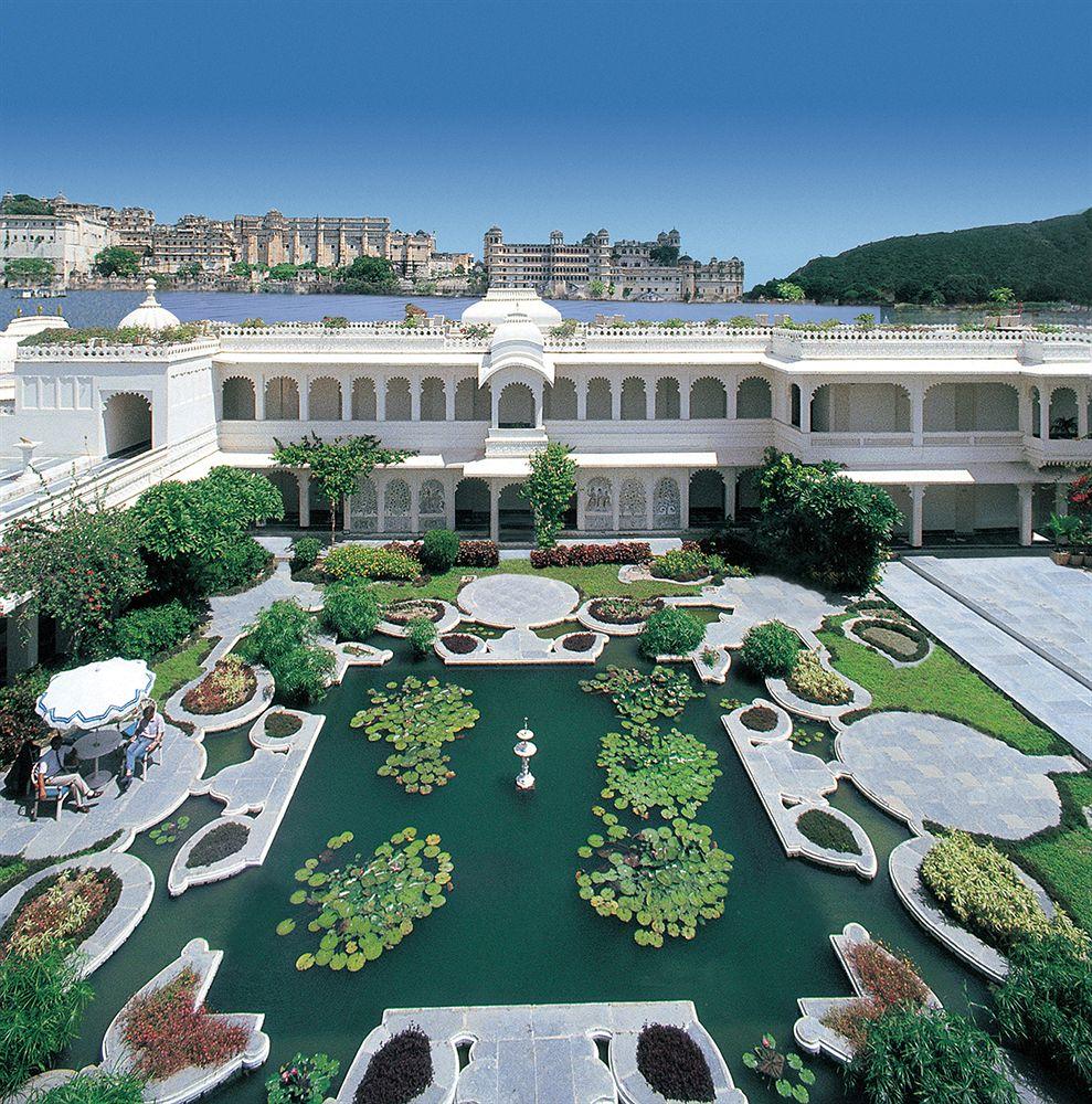 湖に浮かぶエキゾチックな宮殿で極上の時間を愉しむ「タージ・レイク・パレス」