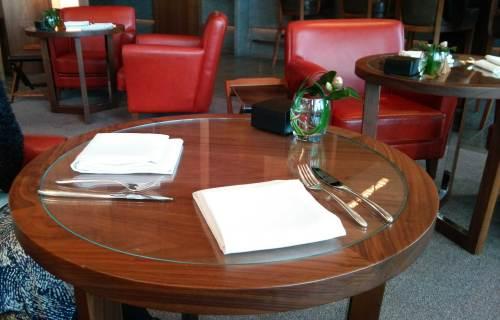 アンダーズ タヴァンのテーブル