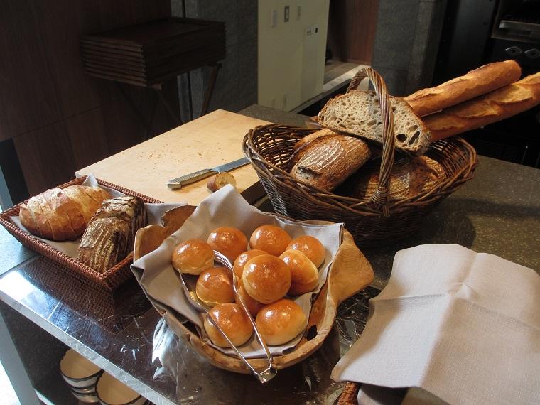 アンダーズ東京の朝食ブッフェのパン