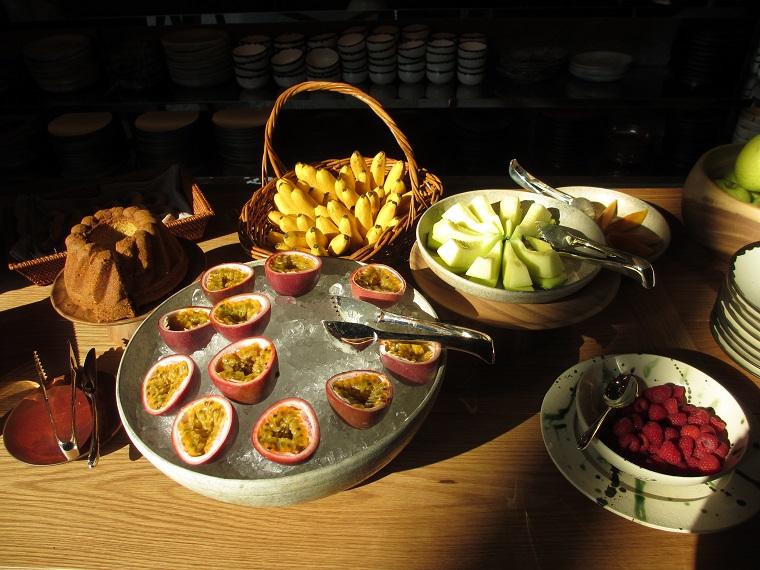 アンダーズ東京の朝食ブッフェのフルーツ