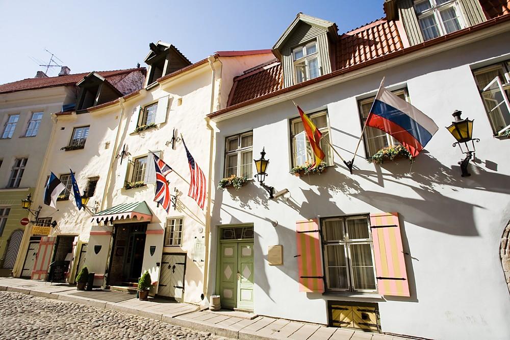 エストニアで13世紀から建ち続けているタリンの「シュロッスル・ホテル」