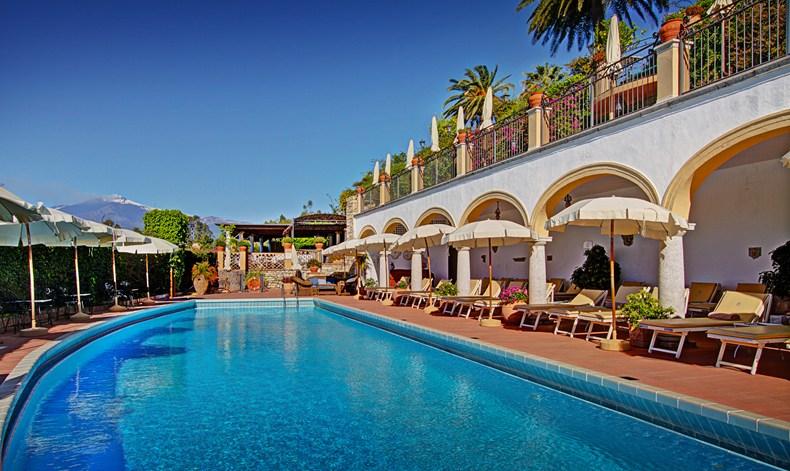サン・ドメニコ・パレス・ホテル San Domenico Palace Hotelのプールサイド