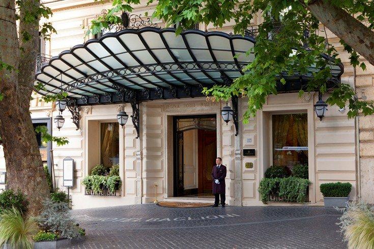 レジーナ・ホテル・バリオーニ・ローマ Regina Hotel Baglioni Romeの入り口