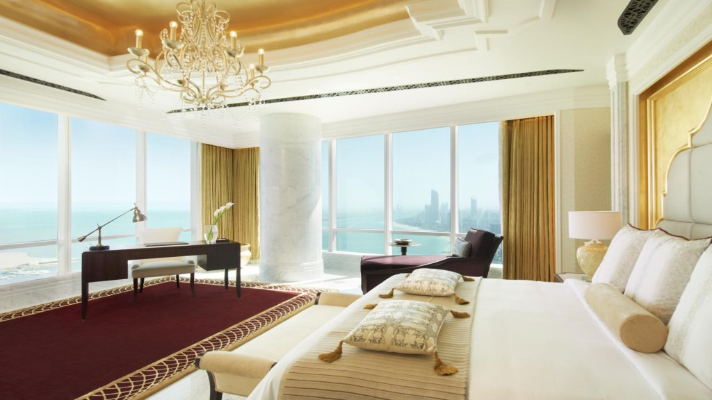 摩天楼からの眺望が見事な「セント・レジス・アブダビ」
