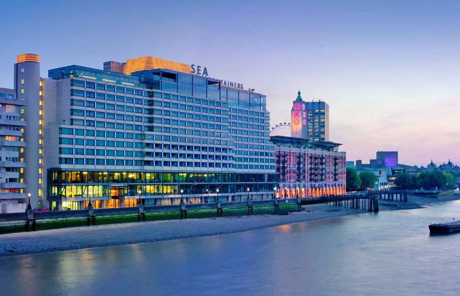 1920年代のクルーズ船に泊まっているようなアートデザインホテル「モンドリアン・ロンドン」