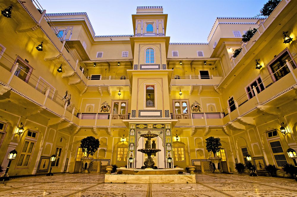 絢爛豪華な設備が自慢のジャイプールのホテル「ザ・ラジ・パレス」