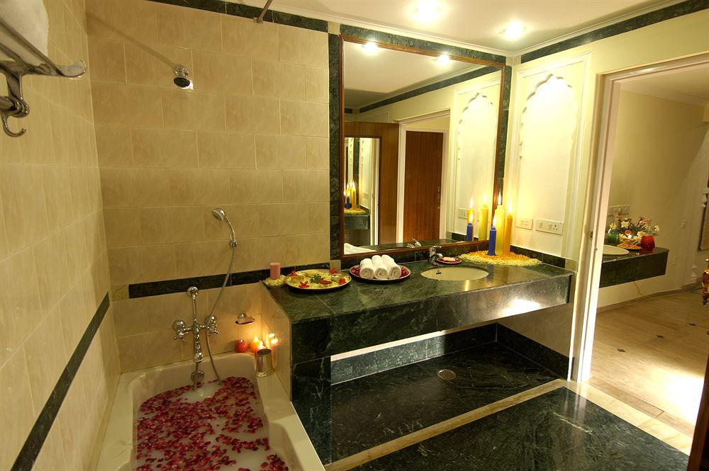 ザ・ラージ・パレス The Raj Palaceのバスルーム