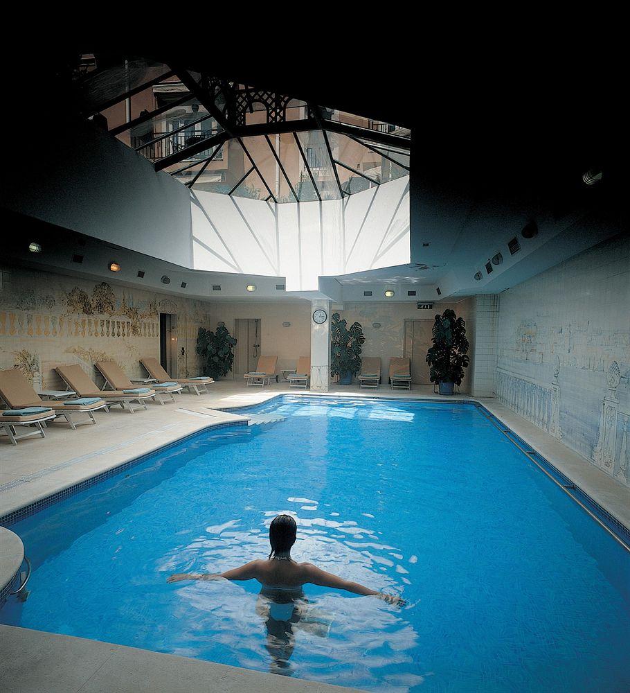 オリシッポ・ラパ・パレス Olissippo Lapa Palaceの室内プール
