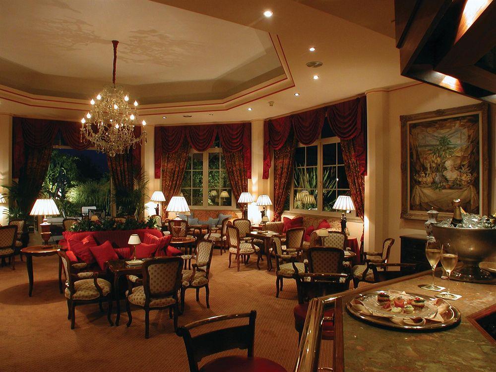 オリシッポ・ラパ・パレス Olissippo Lapa Palaceのレストラン
