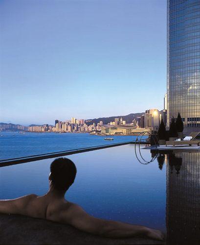 フォー・シーズンズ・ホテル・香港 Four Seasons Hotel Hong Kong 香港四季酒店のプール