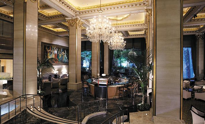 賑わう明洞にあって優雅さを誇る「ロッテ・ホテル・ソウル」