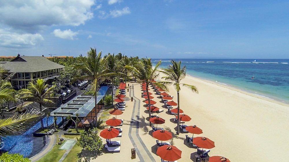 ヌサドゥアビーチの白い砂浜が目の前にある平和の楽園に相応しい「セント・レジス・バリ・リゾート」