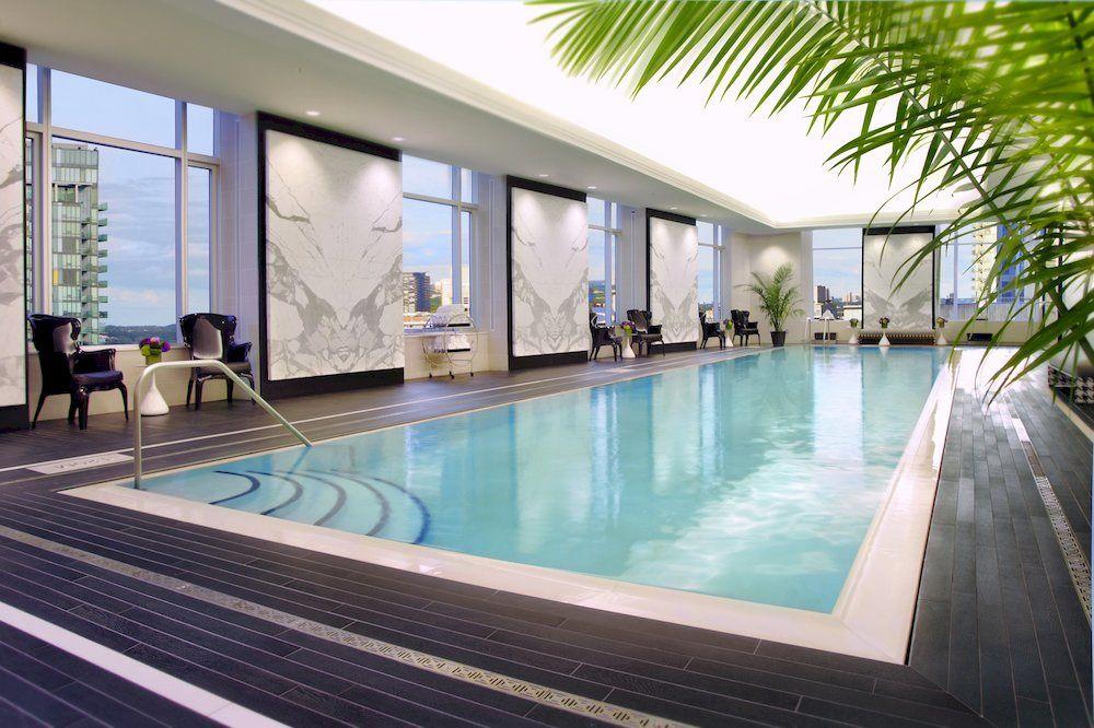 トランプ・インターナショナル・ホテル&タワー・トロント Trump International Hotel & Tower Torontoのプール