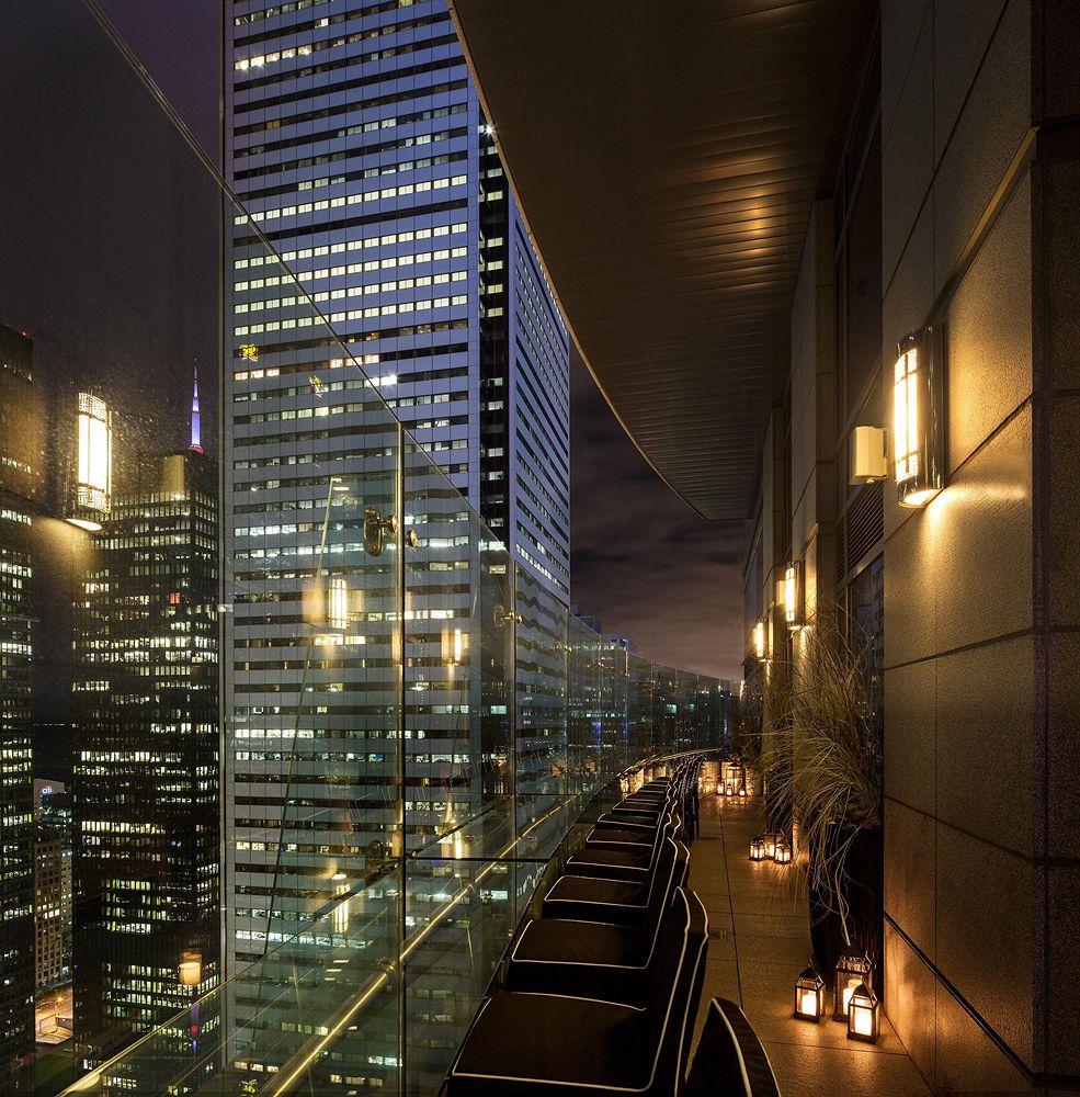 トランプ・インターナショナル・ホテル&タワー・トロント Trump International Hotel & Tower Torontoのテラス