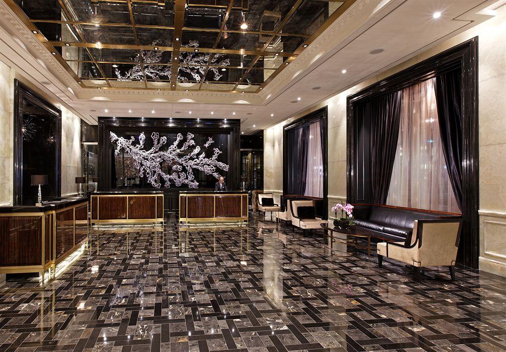 トランプ・インターナショナル・ホテル&タワー・トロント Trump International Hotel & Tower Torontoのロビー