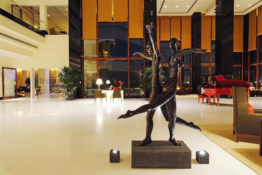 ジ・オベロイ・ムンバイ The Oberoi Mumbaiのロビーの彫像