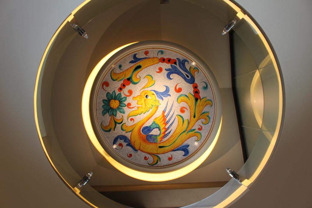 RIGOLETTO SMOKE GRILL & BAR(リゴレット スモーク グリル & バー)の天井にある陶磁器
