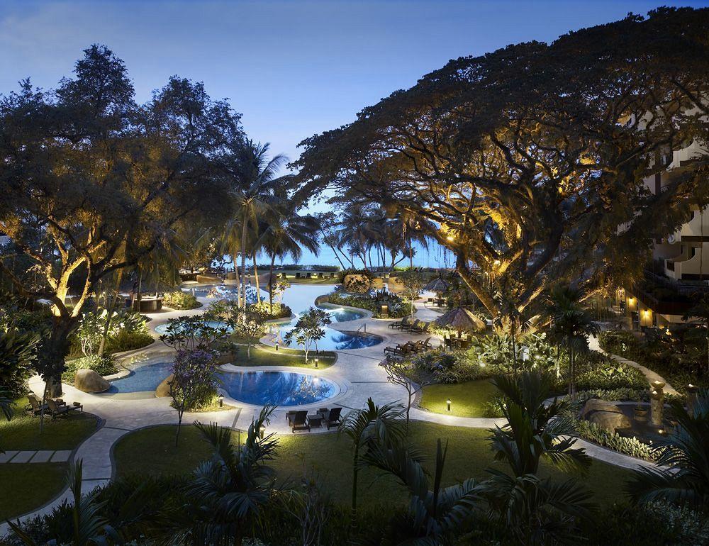 東洋の真珠とうたわれるペナン島の北部バトゥ・フェリンギ・ビーチに建つ「シャングリラズ・ラサ・サヤン・リゾート&スパ」