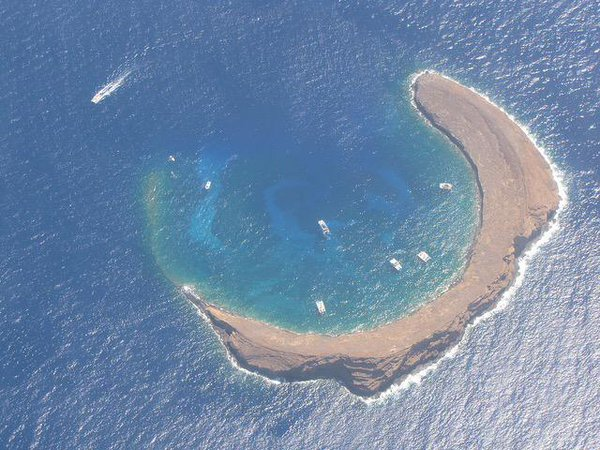 モロキニ島を上空から撮影した写真