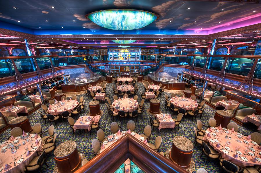 カーニバル・クルーズ Carnival Cruiseの屋外デッキのレストラン