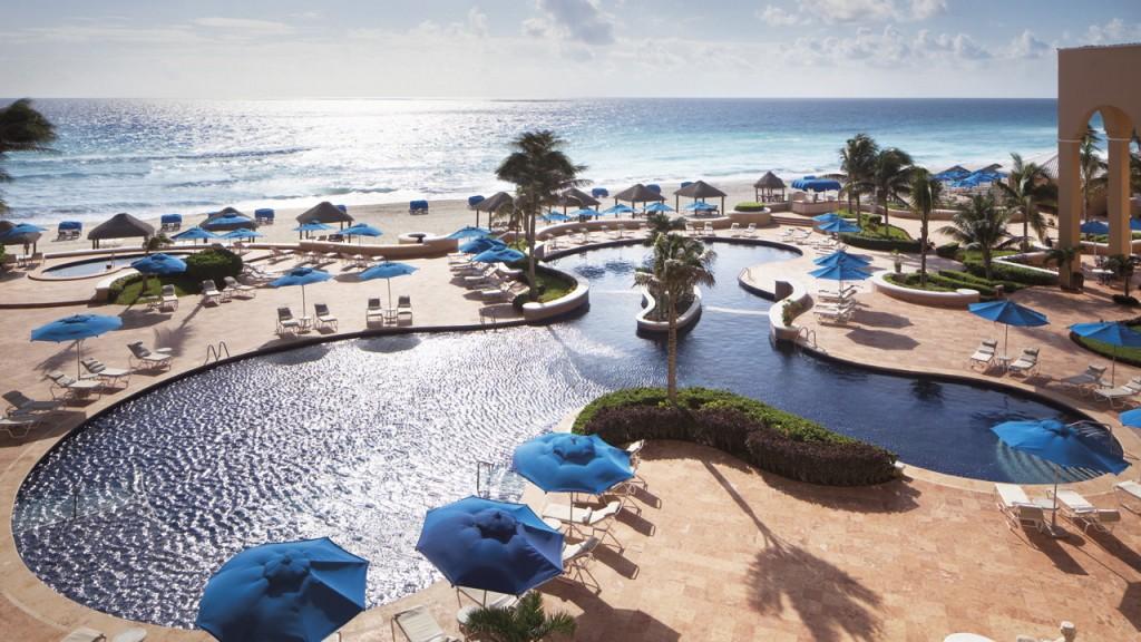 ザ・リッツ・カールトン・カンクン The Ritz-Carlton Cancunのプール