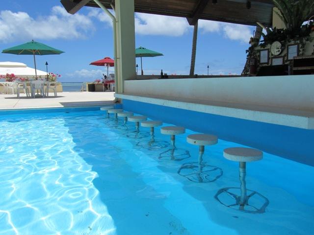 アクア・リゾート・クラブ・サイパン AQUA RESORT CLUB SAIPANのプールバー