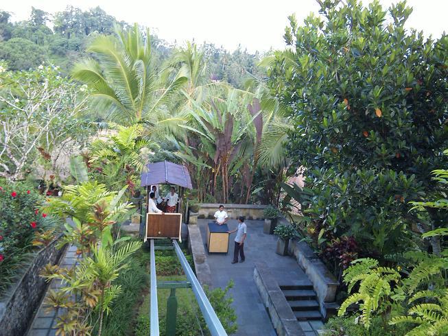 ウブド・ハンギング・ガーデンズ Hanging Gardens Ubudのケーブルカー