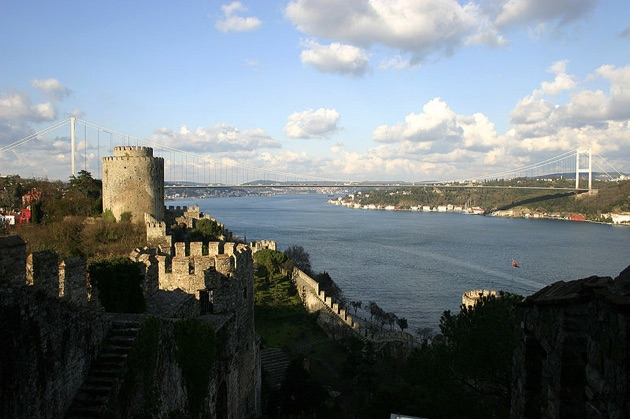 ボスポラス海峡を間近に望むスルタンの宮殿だった「チュラーン・パレス・ケンピンスキー・イスタンブール」