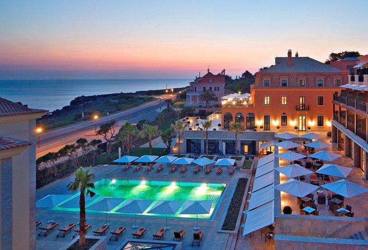 グランデ・レアル・ヴィラ・ホテル・アンド・スパ Grande Real Villa Italia Hotel & Spaの夜の風景