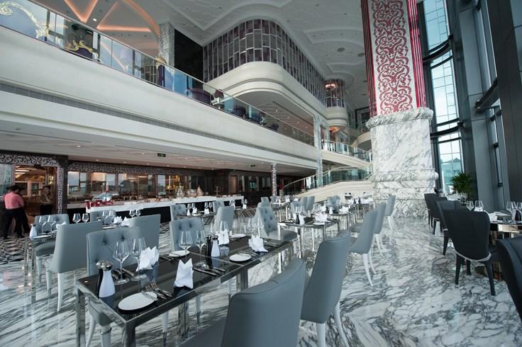 ザ・レヴェリー・サイゴン The Reverie Saigonのカフェ