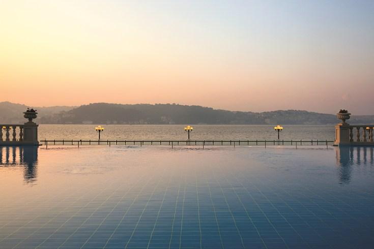 チュラーン・パレス・ケンピンスキー・イスタンブール Ciragan Palace Kempinski Istanbulのプール